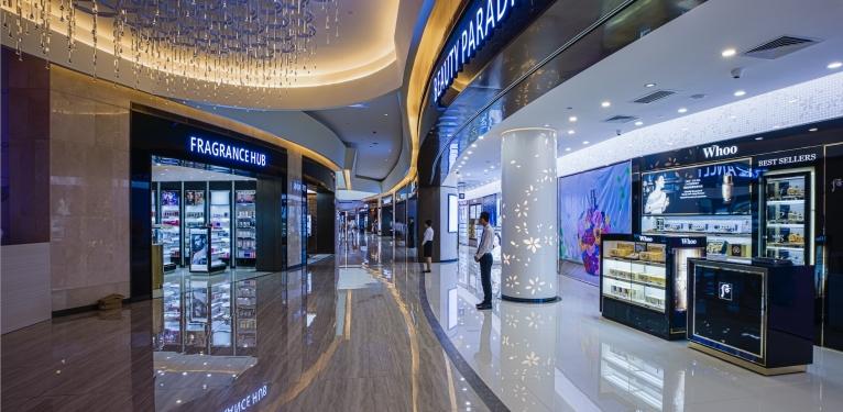 Khu vực mua sắm cũng không kém phần sang trọng và thu hút