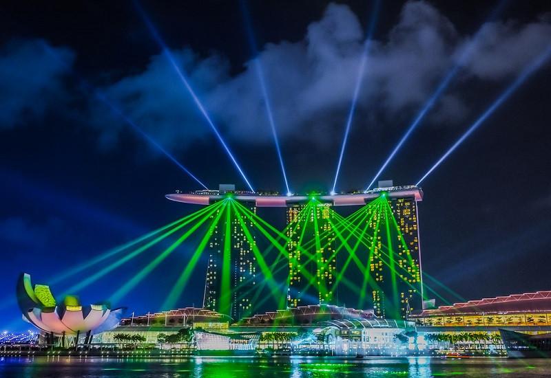 Trình diễn ánh sáng bên bờ vịnh Marina